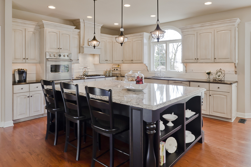 Beautiful Kitchen With Pendant Lighting (Image 1 of 10)