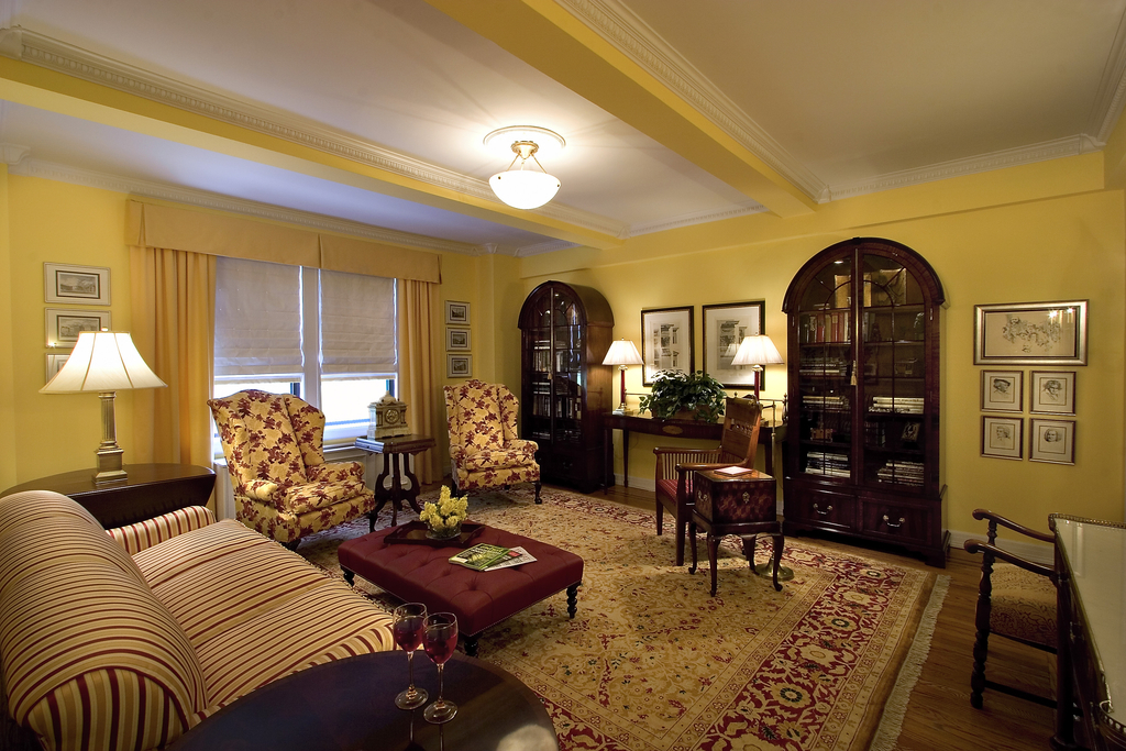 Best Classic Living Room With Persian Carpet Floor (Image 1 of 24)