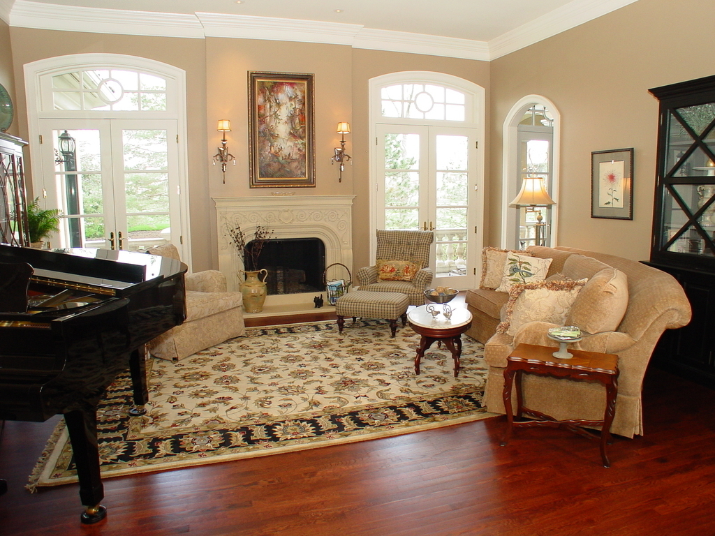 Classic Persian Rugs Decor For Living Room (Image 4 of 24)