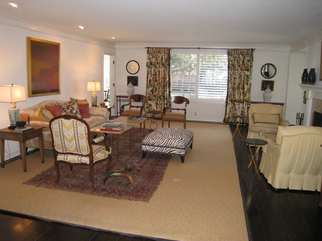 Country Living Room With Oriental Carpet (Image 5 of 24)