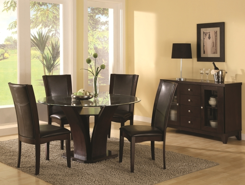 Dining Room With Round Table And Leather Chairs (Image 12 of 27)