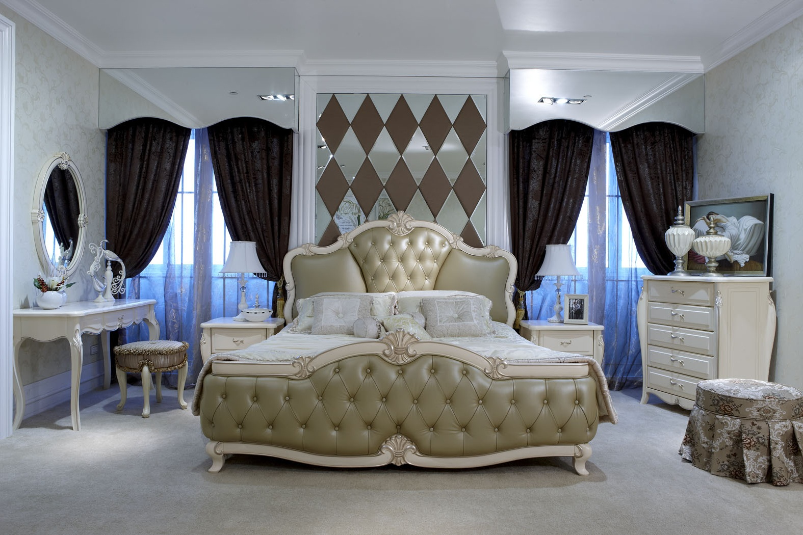 Glamorous Bedroom Furniture And Decoration (Image 4 of 9)