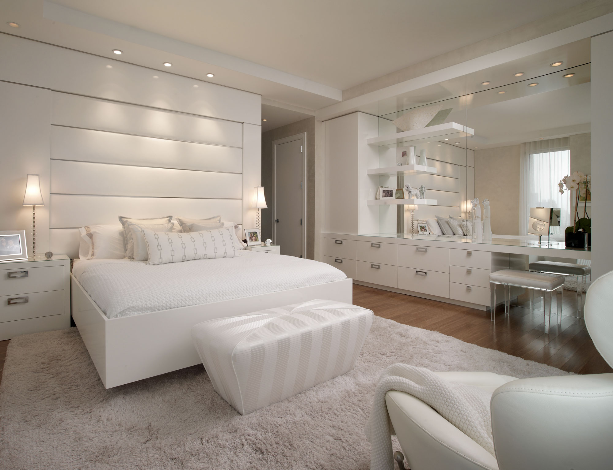 Glamorous Bedroom Luxury Look (Image 6 of 9)