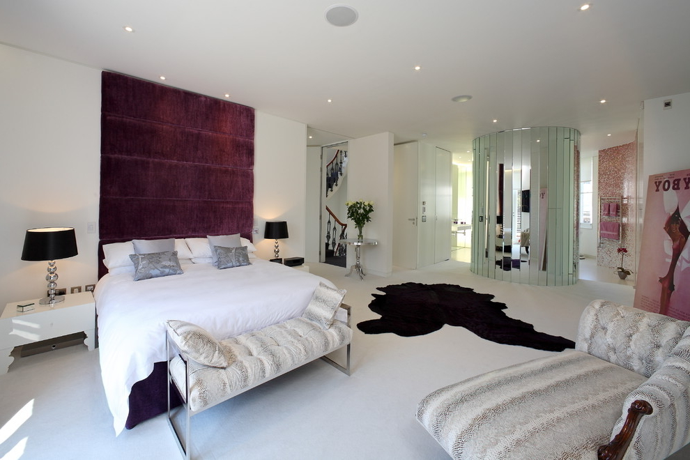 Glamour Bedroom Design With Panelled Bedroom Wall (View 5 of 9)