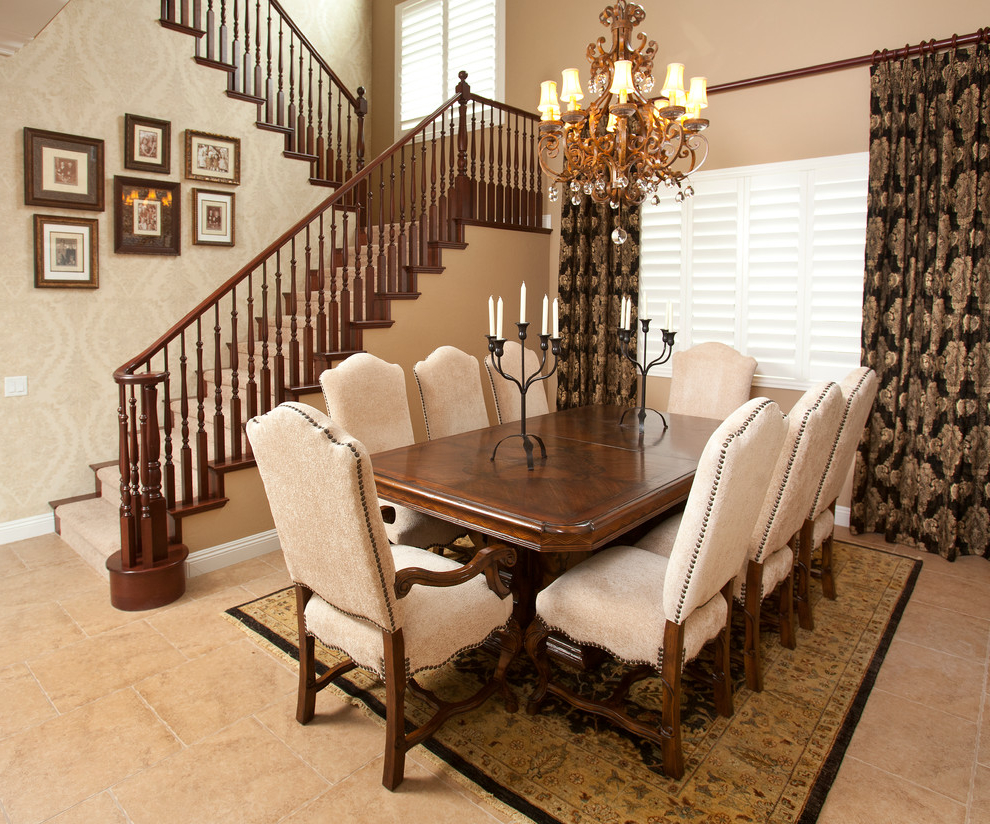 30 best formal dining room design and decor ideas 828 for Formal dining rooms elegant decorating ideas