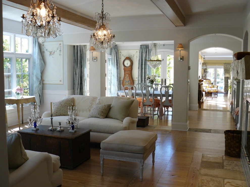 Classic Chandelier For Traditional Living Room (Image 2 of 8)