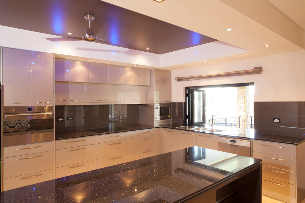 Contemporary Kitchen Cabinet Lighting (Image 4 of 12)