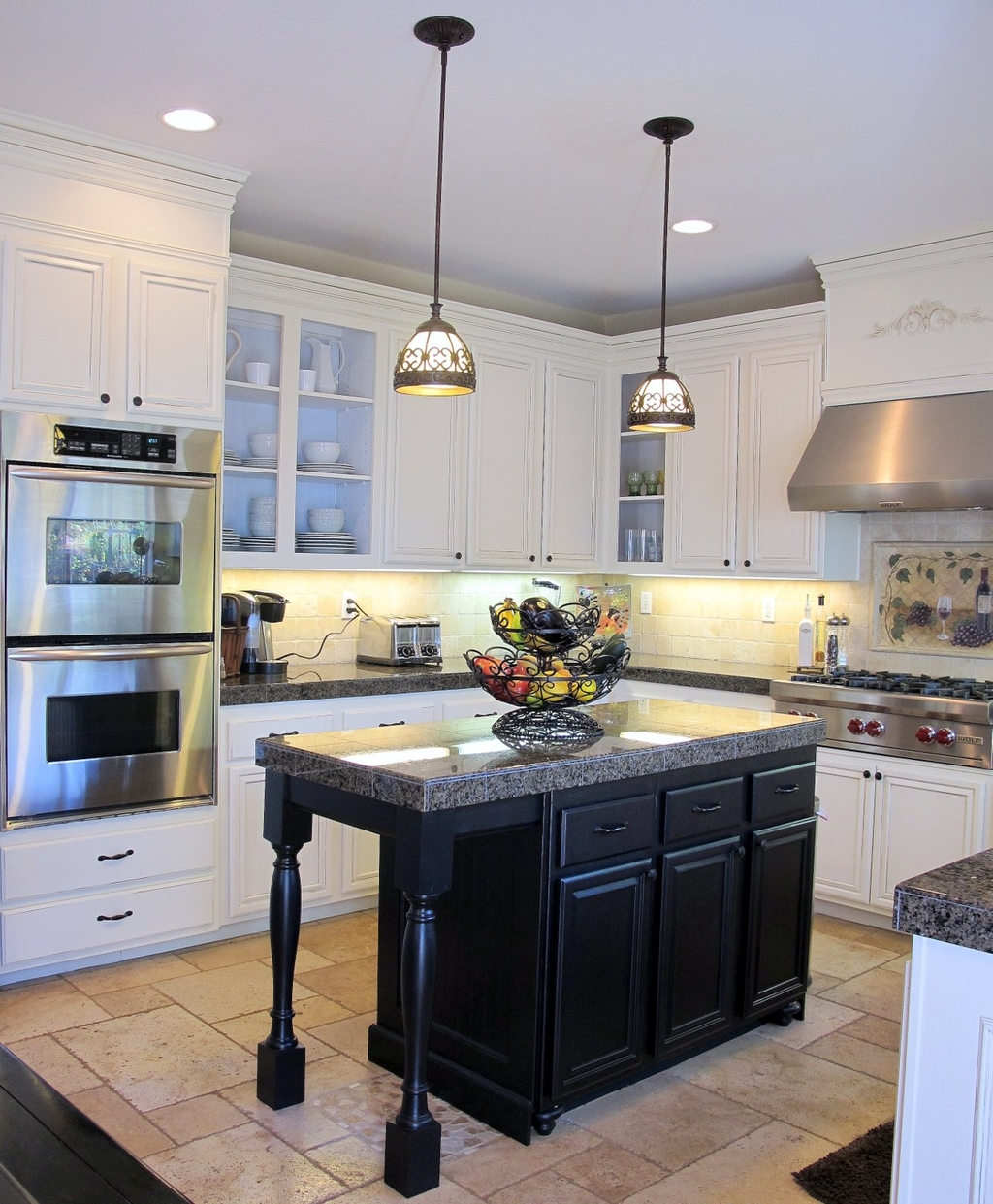Contemporary Small Kitchen Countertops With White Cabinets (Image 2 of 12)