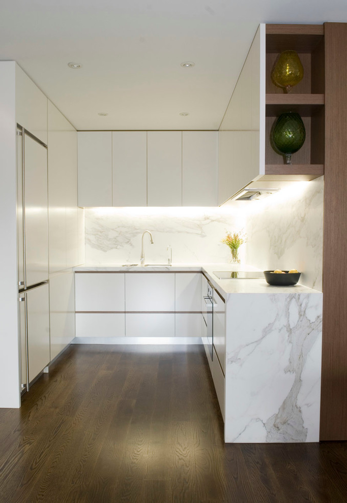 Contemporary And Stylish Kitchen For Small Apartment (Image 2 of 8)
