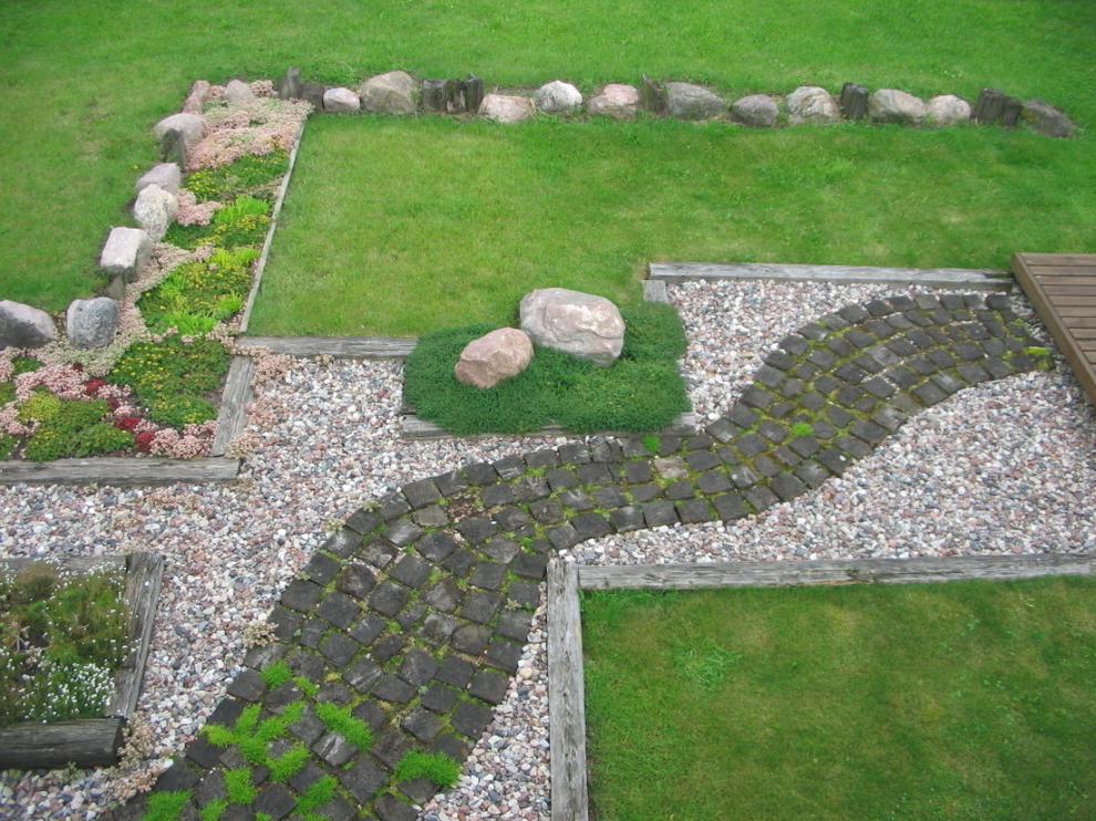 DIY Decorative Rock Path For Front Yard (Image 1 of 6)