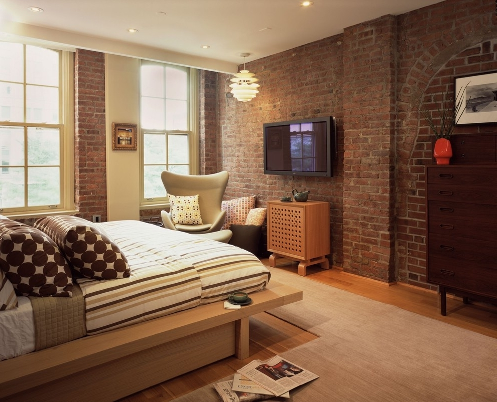 Decorating Contemporary Hotel Bedroom With Decorative Brick Wall (Image 1 of 4)