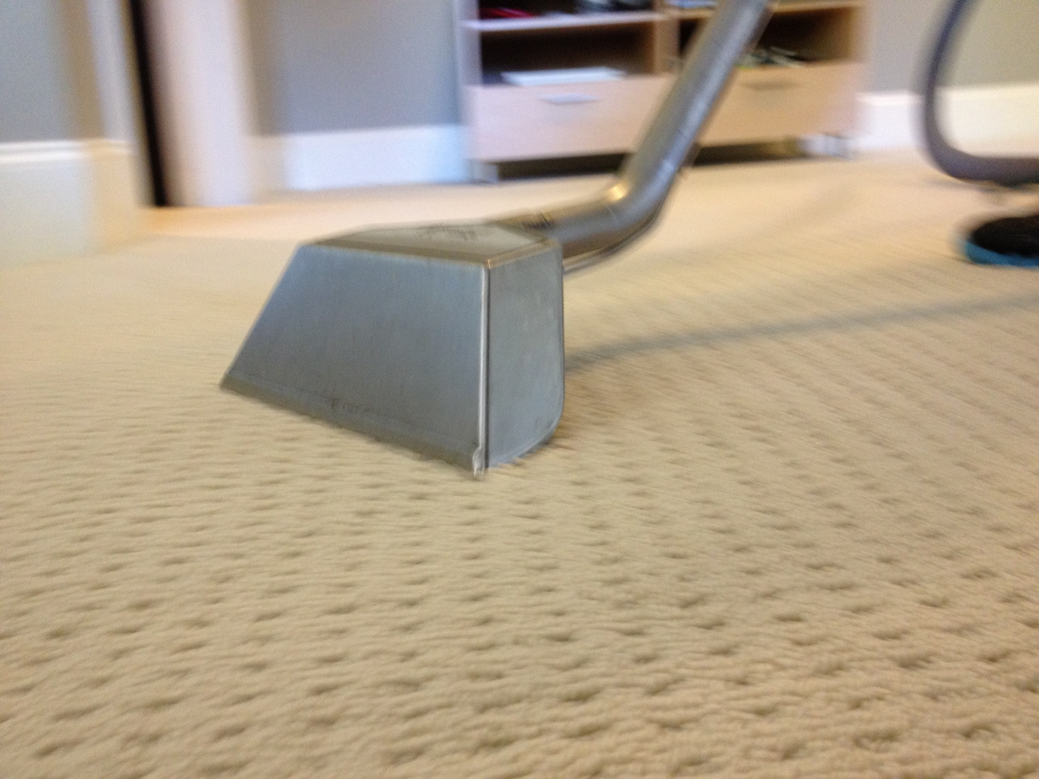 Easy Carpet Cleaning With Vacuum Cleaner (Image 7 of 8)