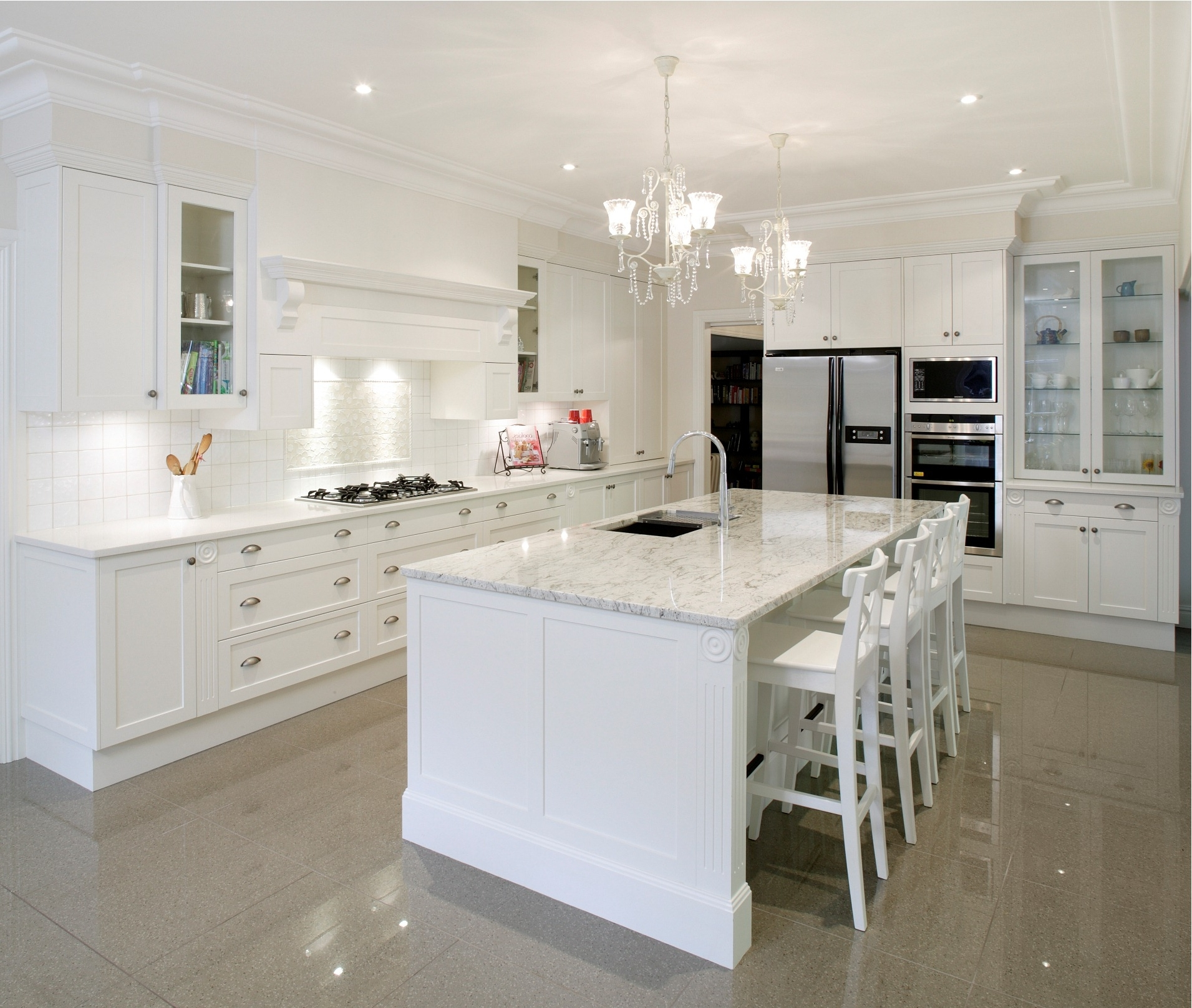 Glamorous Contemporary Kitchen Interior With Classic Nuance (Image 5 of 8)