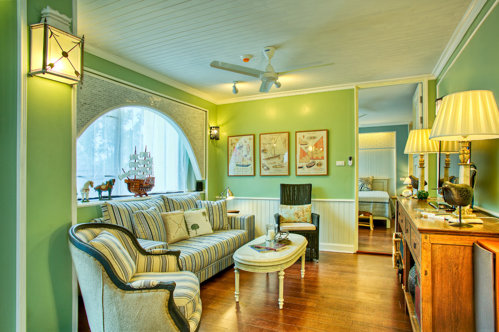 Green Wall Color For Classic Living Room (Image 6 of 8)