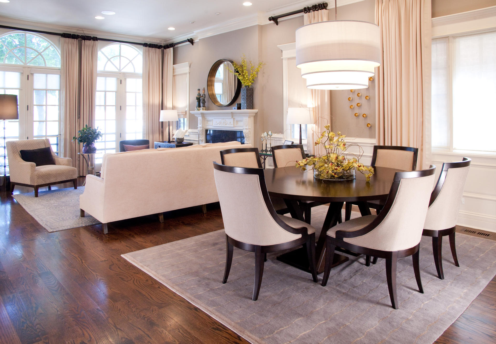 Italian Formal Dining Room For Apartment With Round Table (Image 23 of 30)