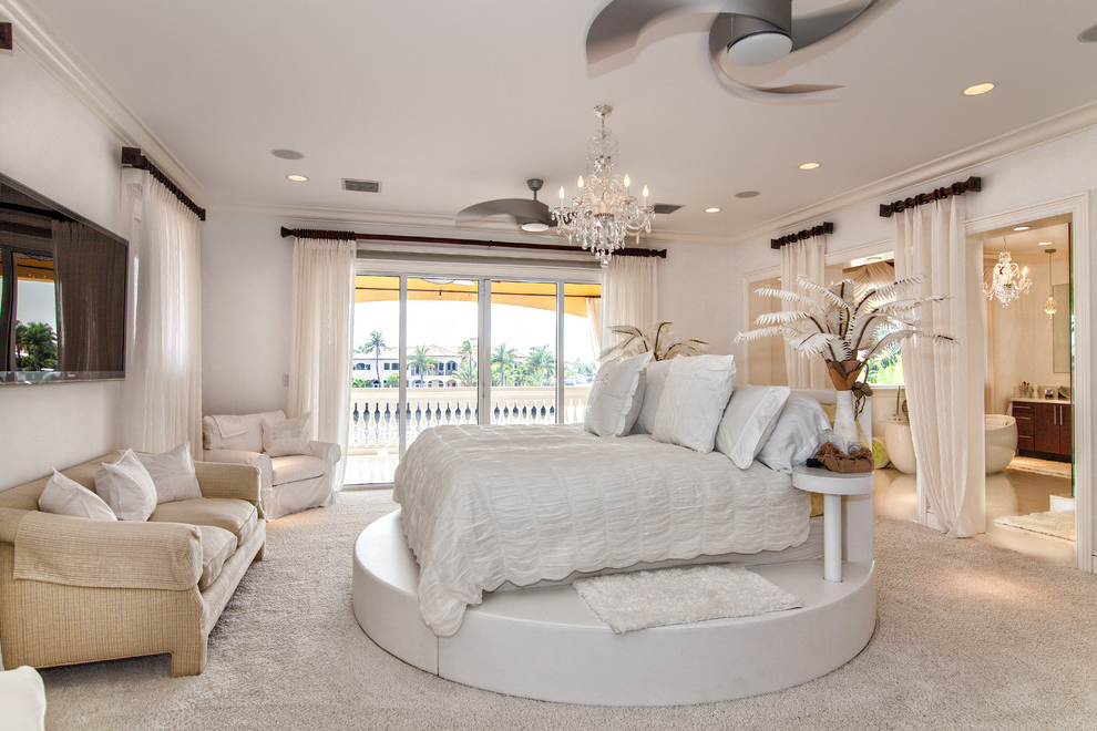 Luxury And Classy Bedroom Design For Large Interior