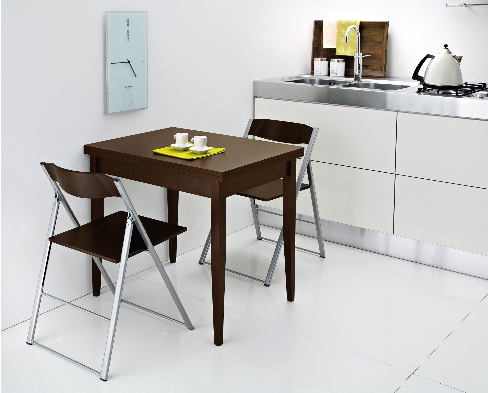 Minimalist Folding Tables And Chairs For Apartment Dining Room (Image 10 of 20)