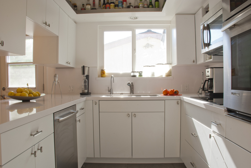 Minimalist Kitchen Countertops With White Cabinets Ideas (View 1 of 12)