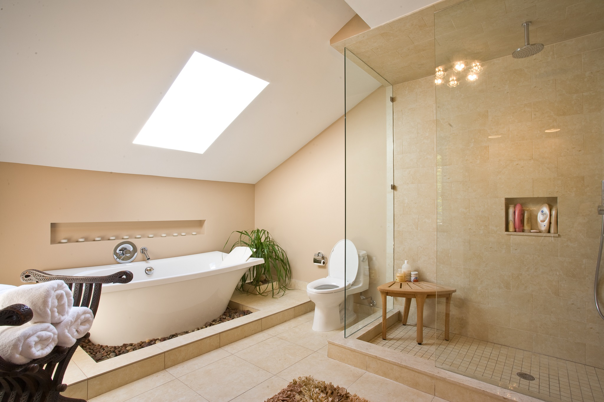Minimalist Luxury Bathroom With Shower Room (Image 7 of 8)