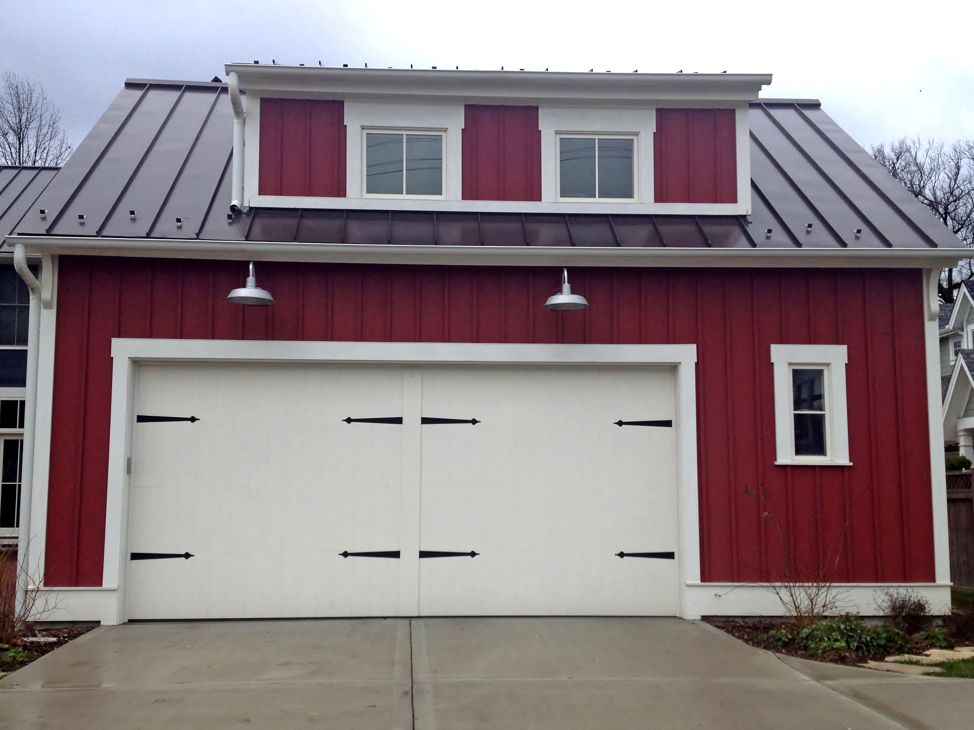 Front garage landscaping design ideas 1118 house decor tips for Farm style garage doors