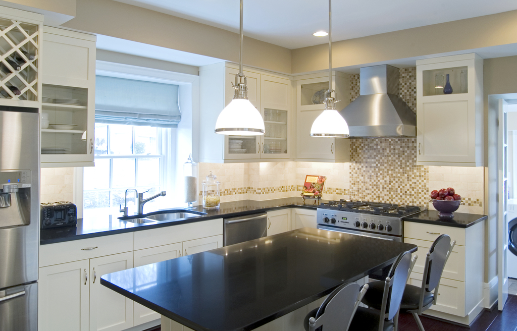 Modern Kitchen With White Cabinets (Image 10 of 12)