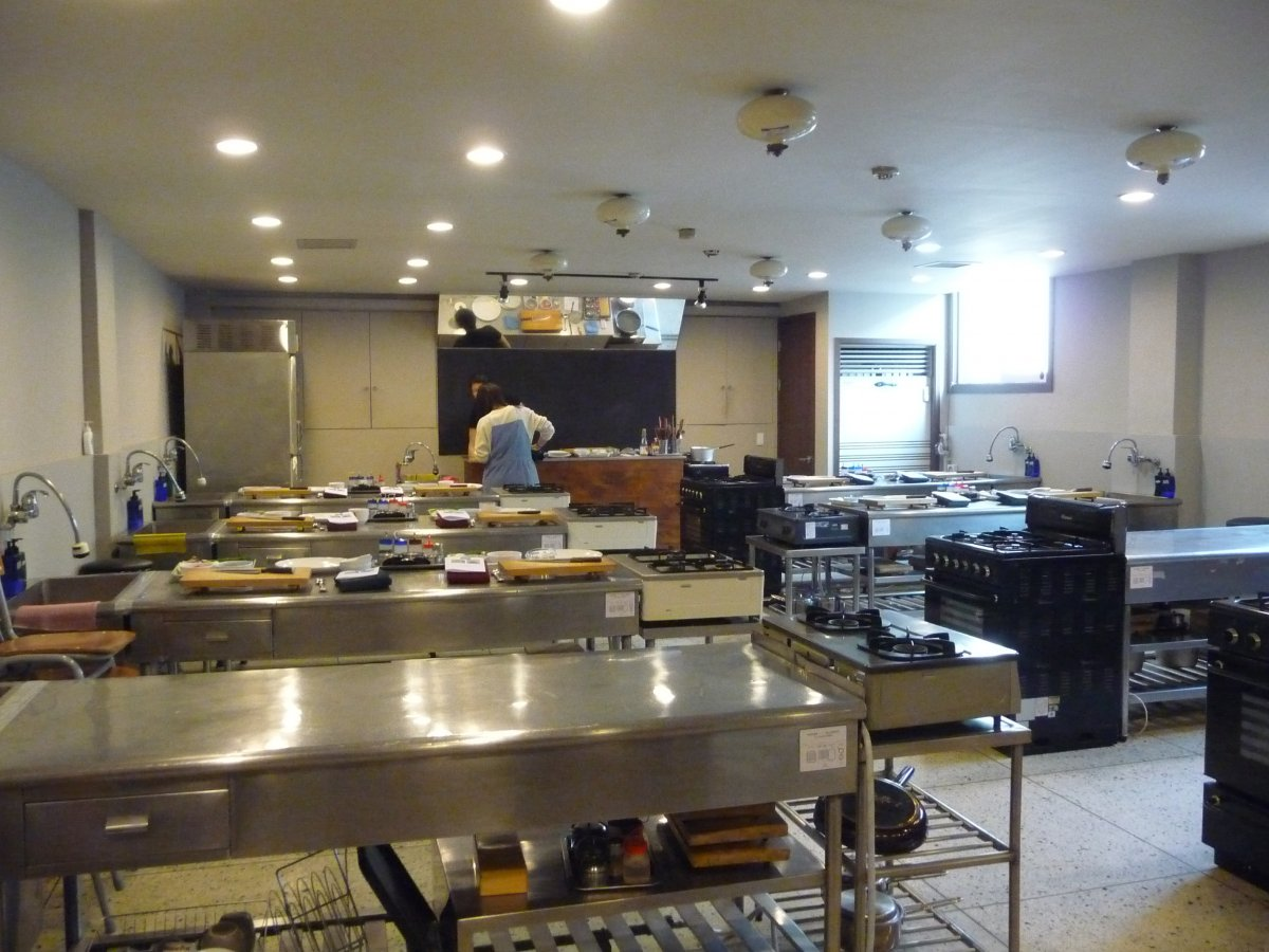 Pro-Cooking-Classes-Seoul-Modern-Appliance-Great-Design-Stainless-Steel-Table-Design.jpg