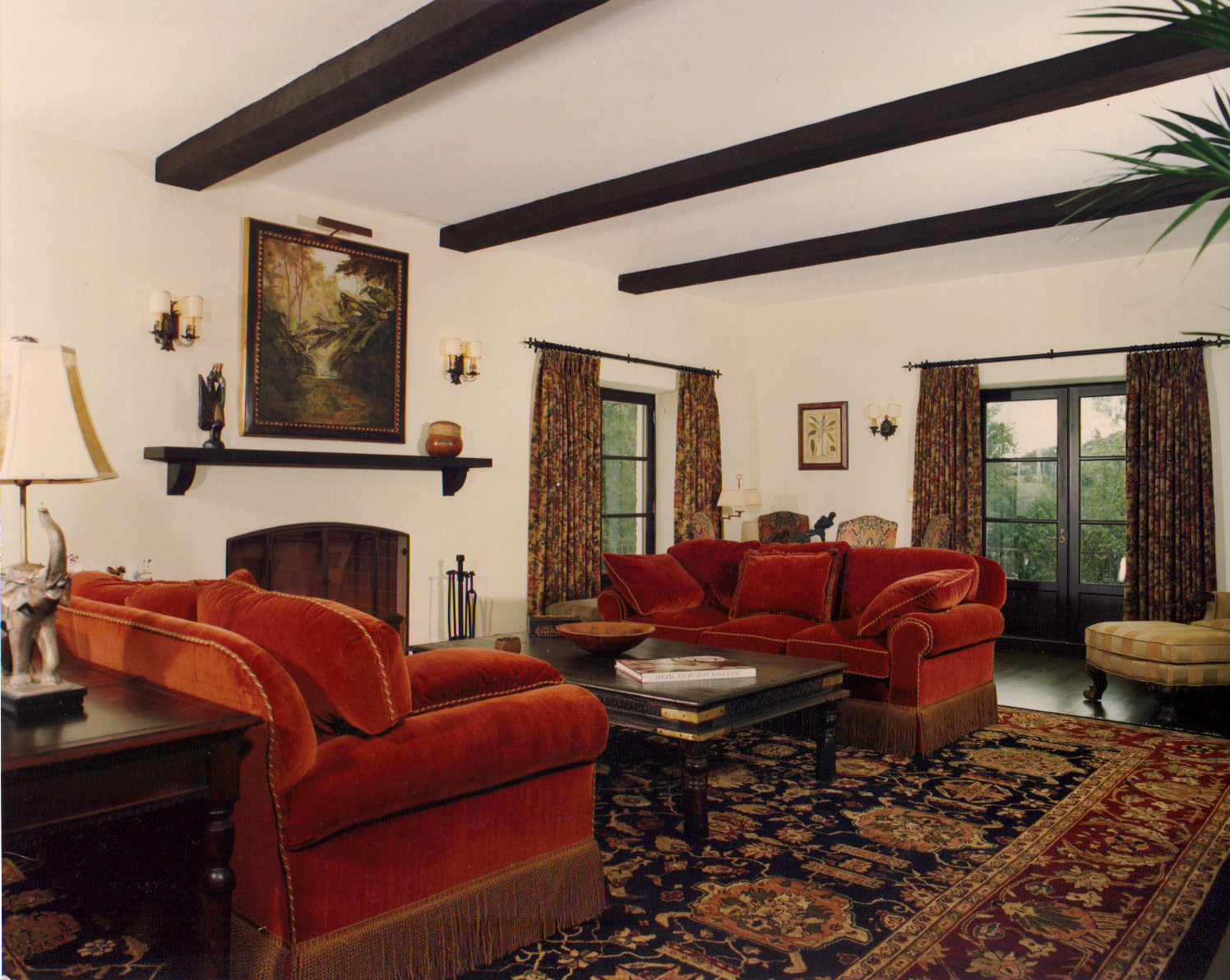 Rustic Mexican Living Room With Carpet Flooring (Image 8 of 10)