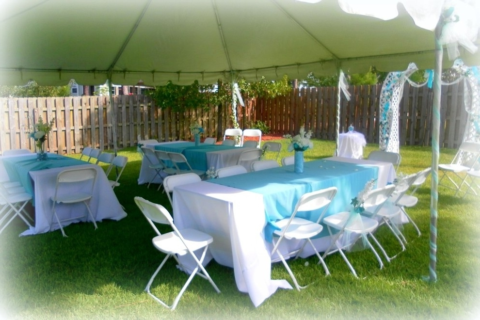 Simple Home Outdoor Wedding Decor (Image 6 of 8)