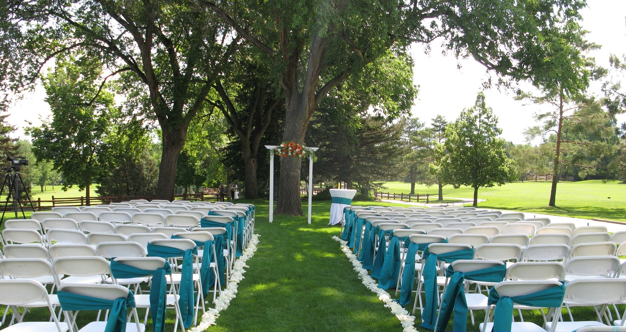 Simple Minimalist Outdoor Wedding Reseption Ideas (Image 7 of 8)