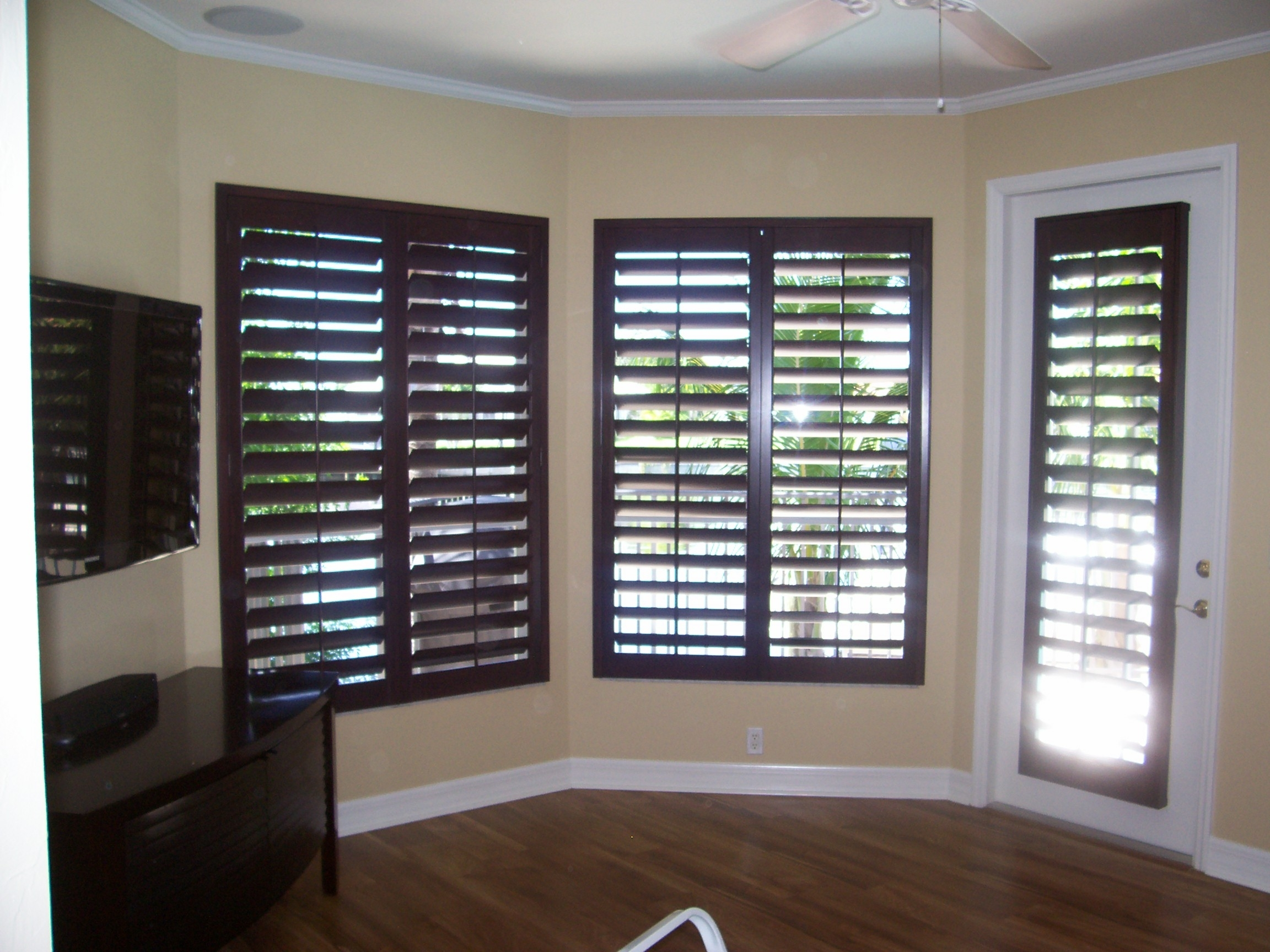 Black wooden window shutters ideas 957 tips ideas for Window shutter designs