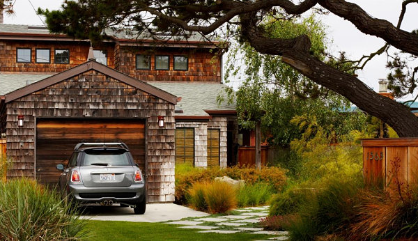 Stylish Garage Front Area With Front Yard Landscape Design (Image 9 of 9)