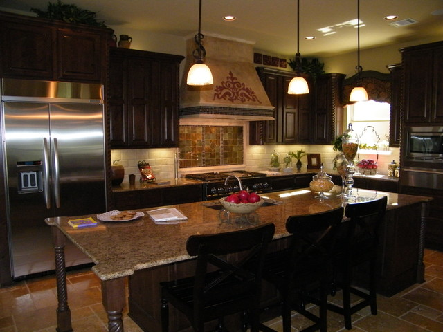 Stylish Tuscan Kitchen (Image 5 of 8)
