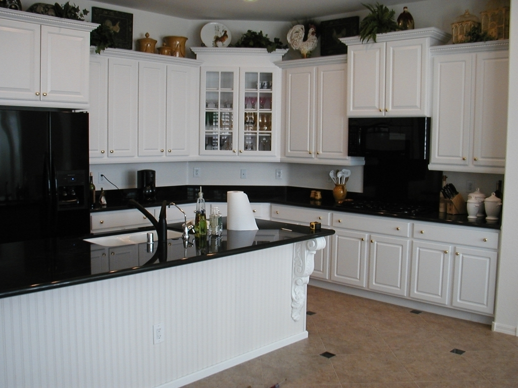 Traditional Kitchen Countertops With White Cabinets Ideas (Image 12 of 12)
