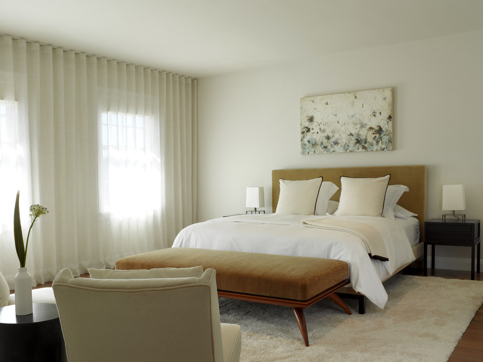 White Curtain With Single Long Rod For Elegant Bedroom (Image 5 of 6)