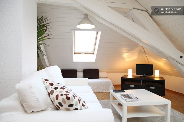 Beatiful Living Room In Large Attic (Image 4 of 10)