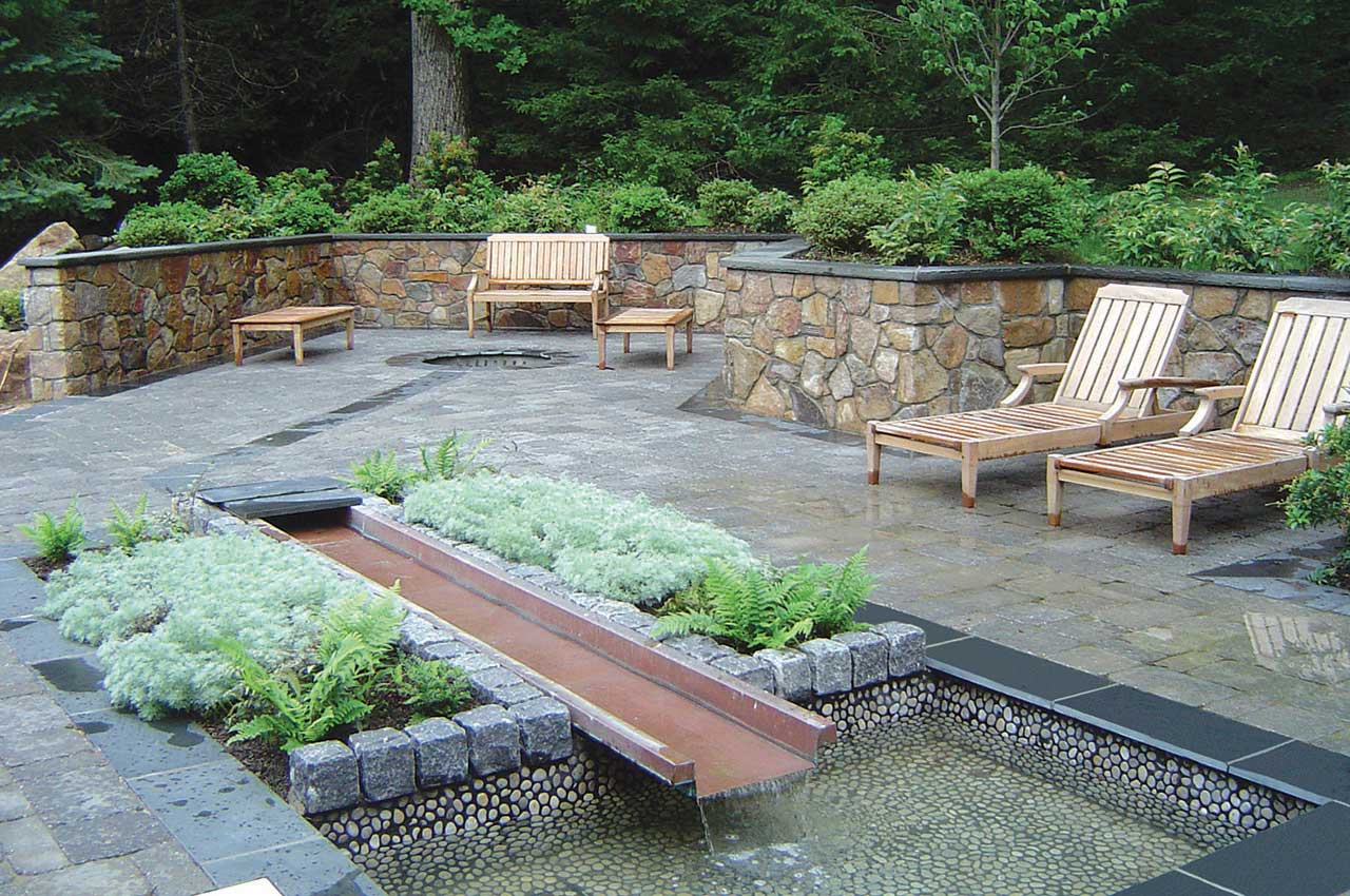 Beautiful Deck Lanscaping (Image 3 of 10)
