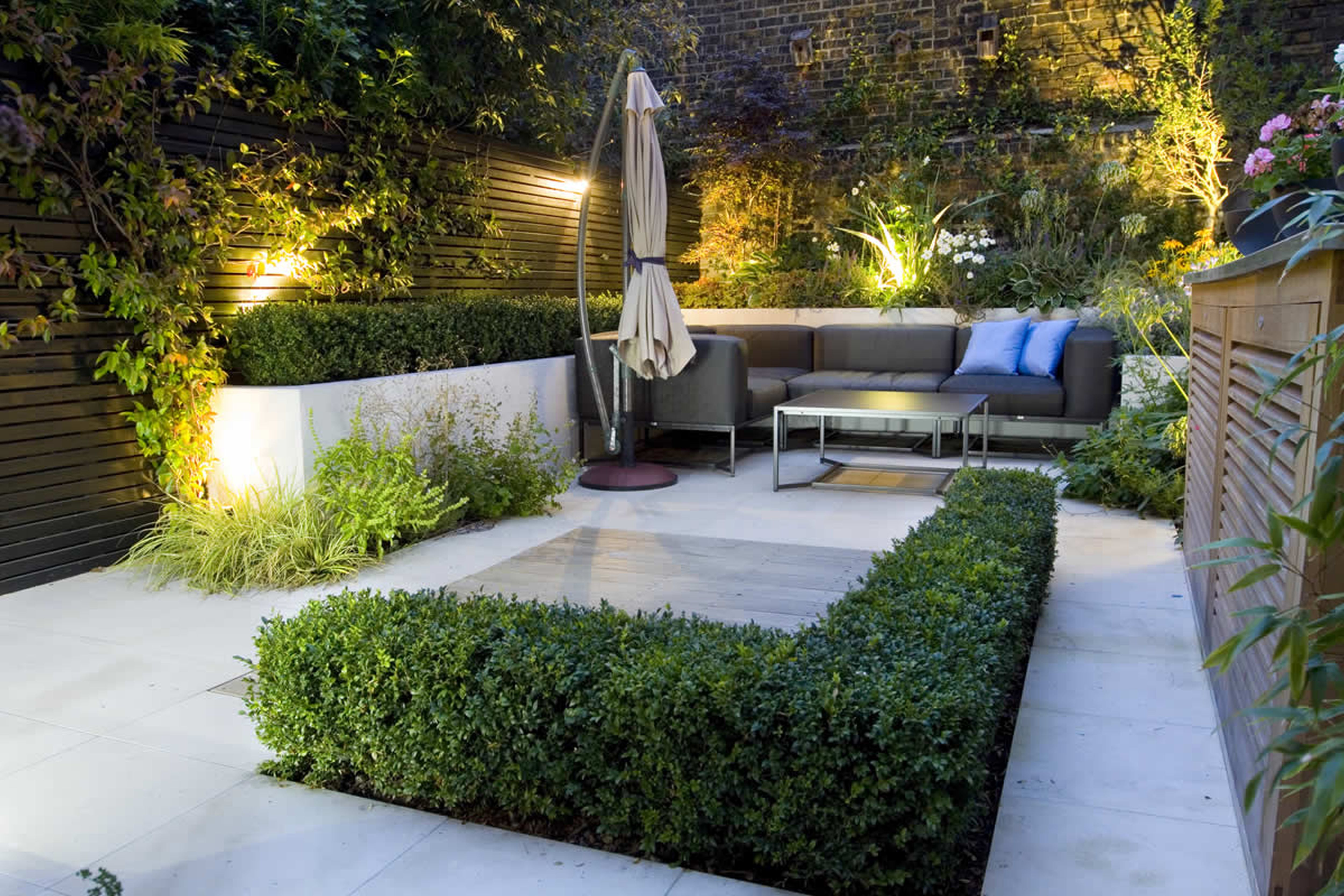 Beautiful Small Modern Garden With Furniture (View 6 of 8)