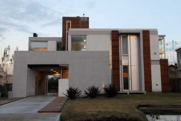 Contemporary Home Exterior Design Of Casa En Altos De LSol (Image 2 of 10)