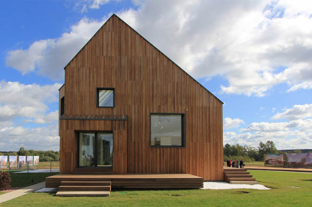 Contemporary Modern Twist To Traditional Wooden House Architecture (Image 2 of 8)