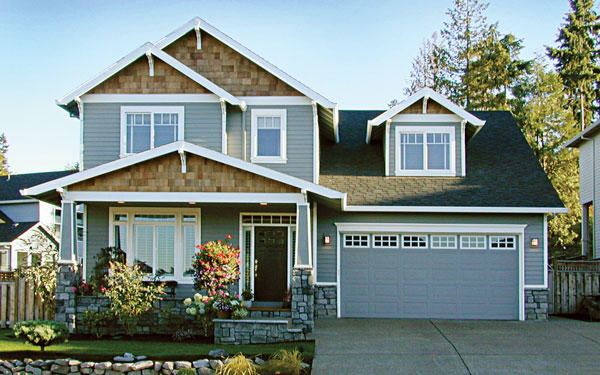 Craftsman Home With Two Car Garage (Image 5 of 11)