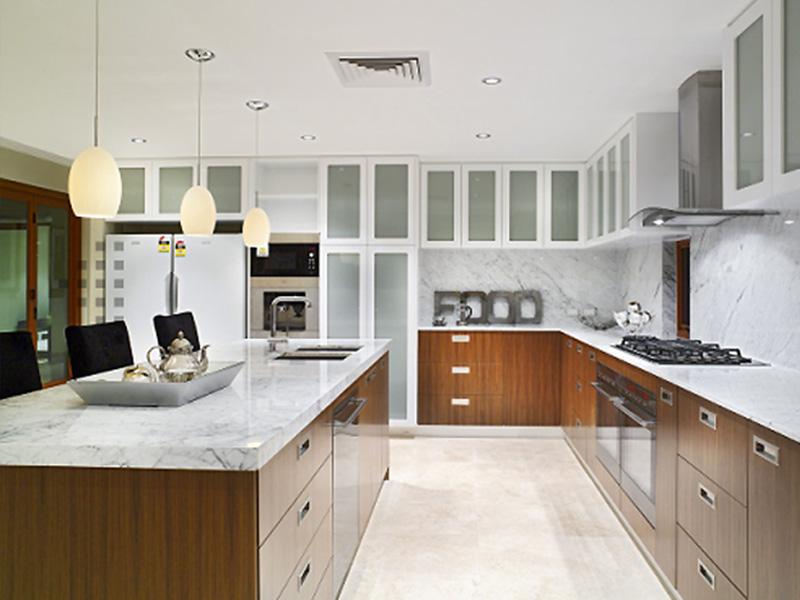 Fantastic Modest Modest White Kitchen Interior Design Ideas (Image 3 of 10)