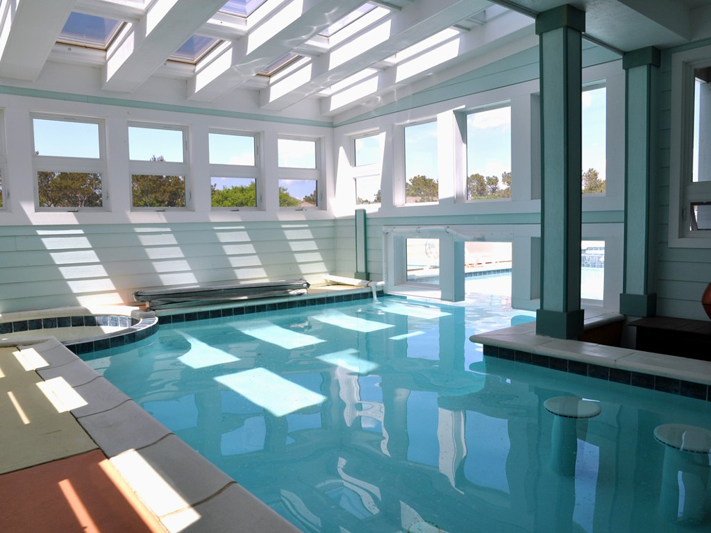 Indoor Great Swimming Pool Style Design (Image 4 of 10)