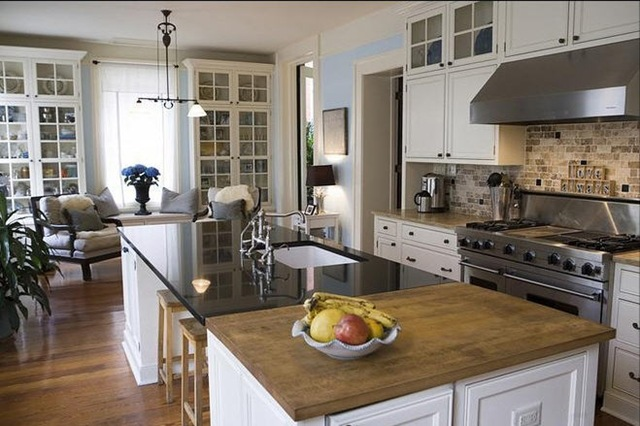 Low Country Style Kitchen (Image 4 of 8)