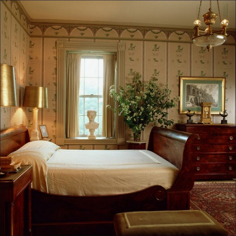 Medium Vintage Bedroom Design (Image 4 of 10)