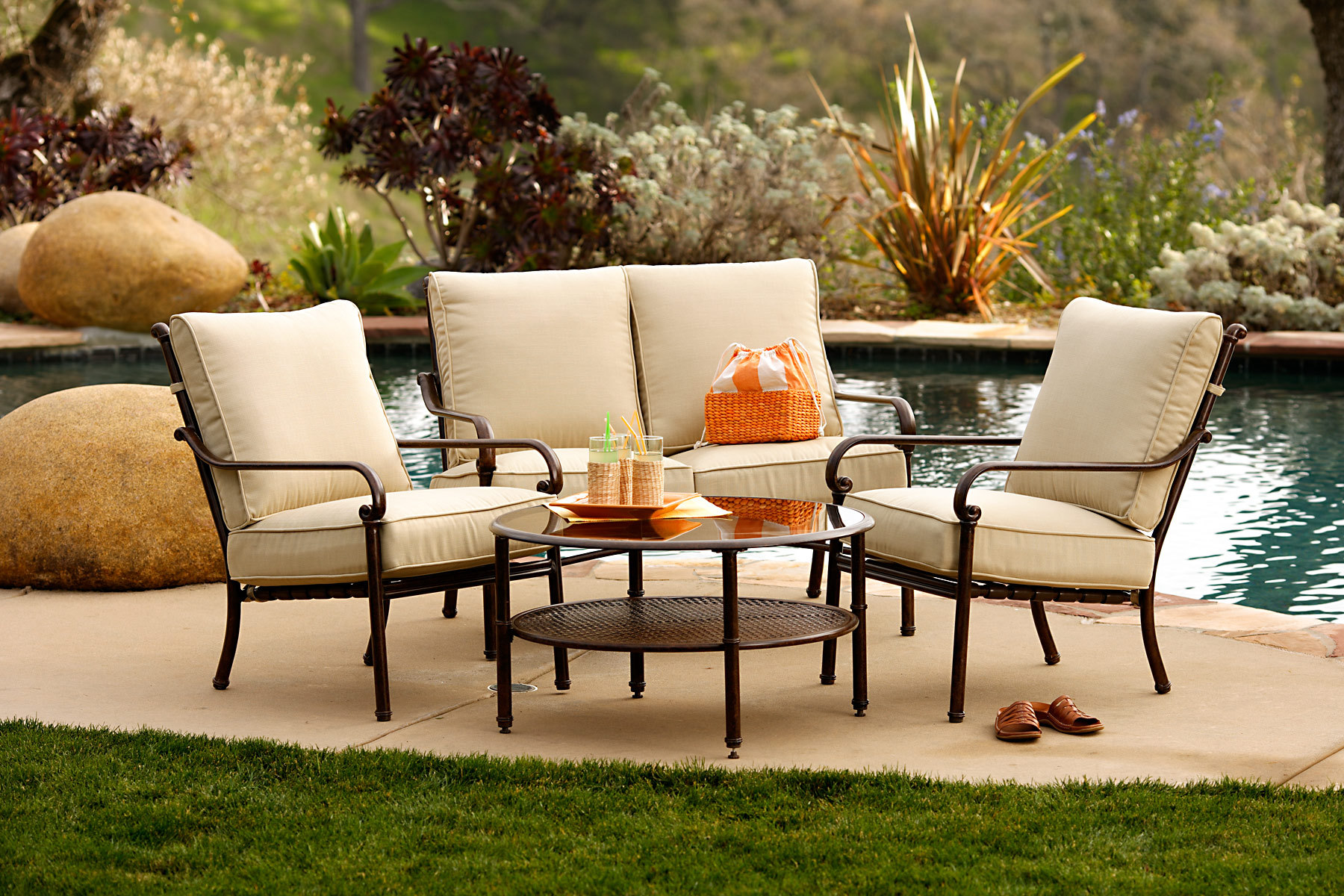 Featured Image of Modern Outdoor Furniture Ideas