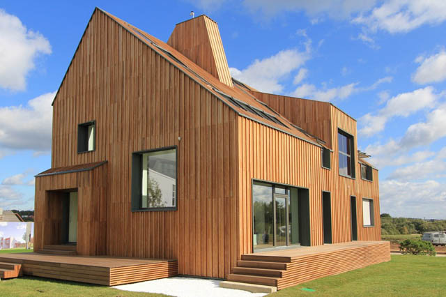 Modern Twist To A Traditional House Architecture (View 8 of 8)