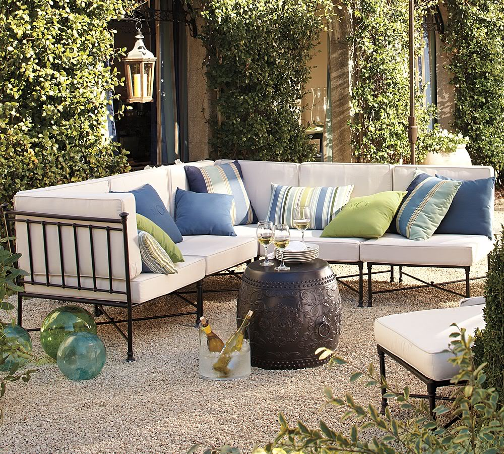 Outdoor Living Room Space Ideas (Image 8 of 10)