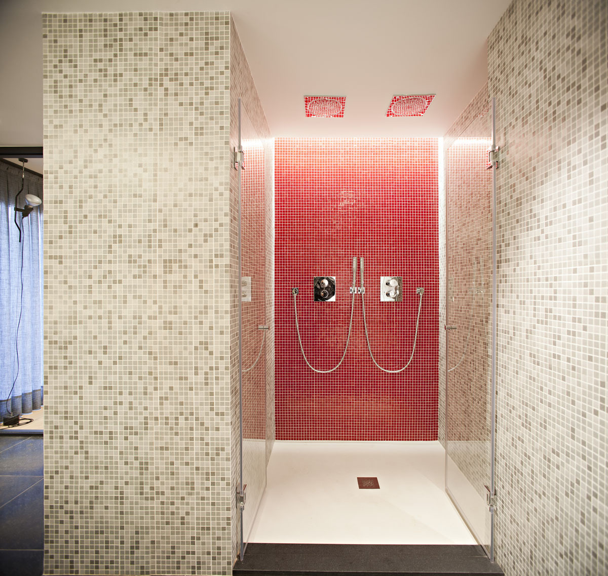 Sensational Bathroom Interior With Mosaic Wall Tile Design (Image 6 of 9)