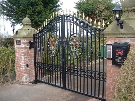 Simple Iron Gates (Image 9 of 10)