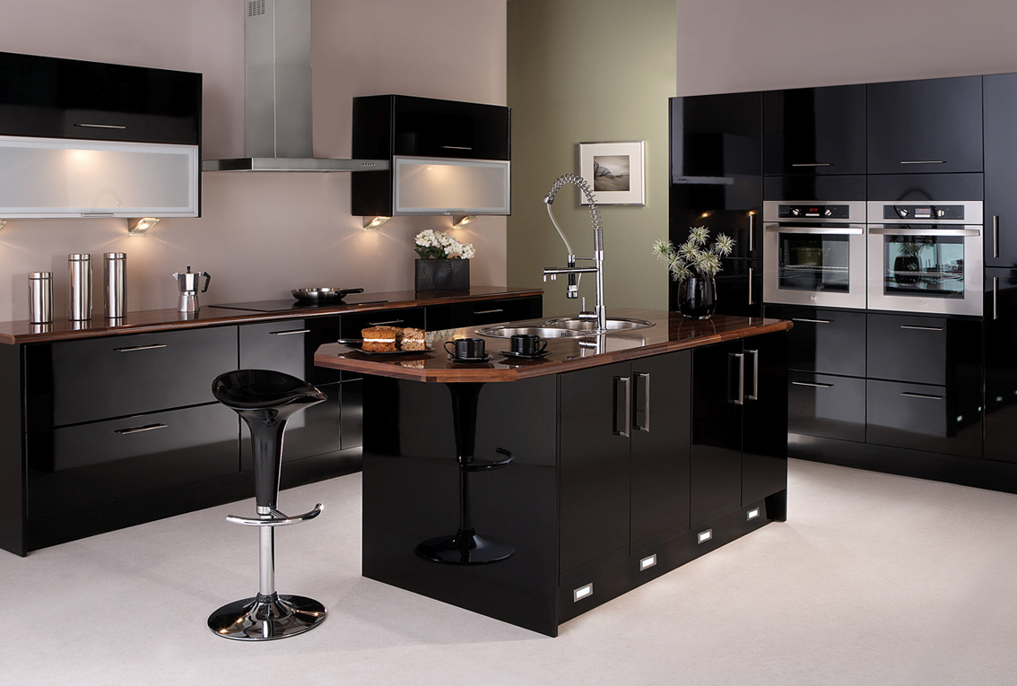 Classic Black Kitchen Design With Bar Stood And A Washstand
